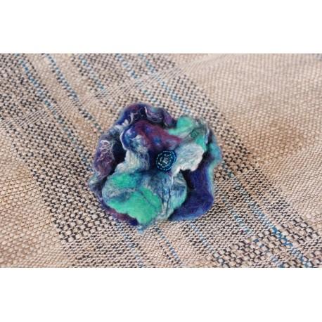 Modrý květ do vlasů