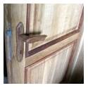 Dubové dveře s jilmovými lištami a klikami